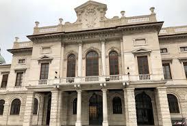 La location.. il palazzo del Comune